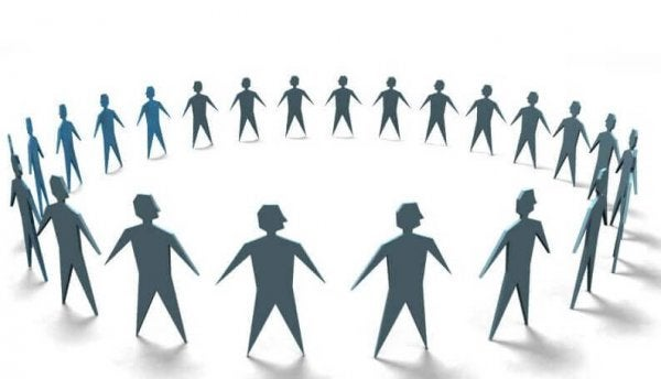 Kring van mensen die zij aan zij staan