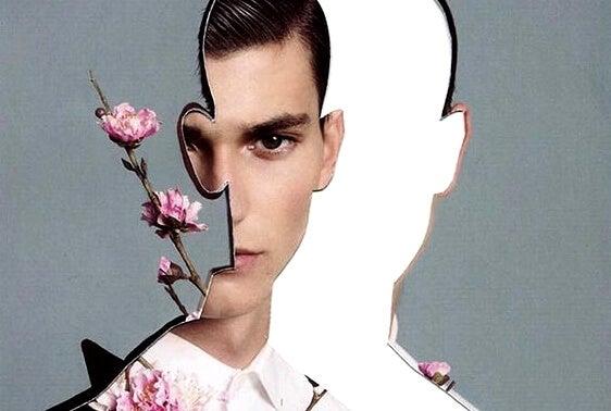 Het gezicht van een man met bloemen ernaast