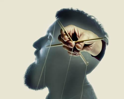 Man als marionet verbeeldt verbale agressie