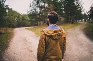 Man bevindt zich op een keerpunt en denkt: Ik weet niet wat ik wil met mijn leven