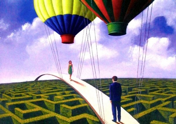 Brug hangt aan luchtballonnen