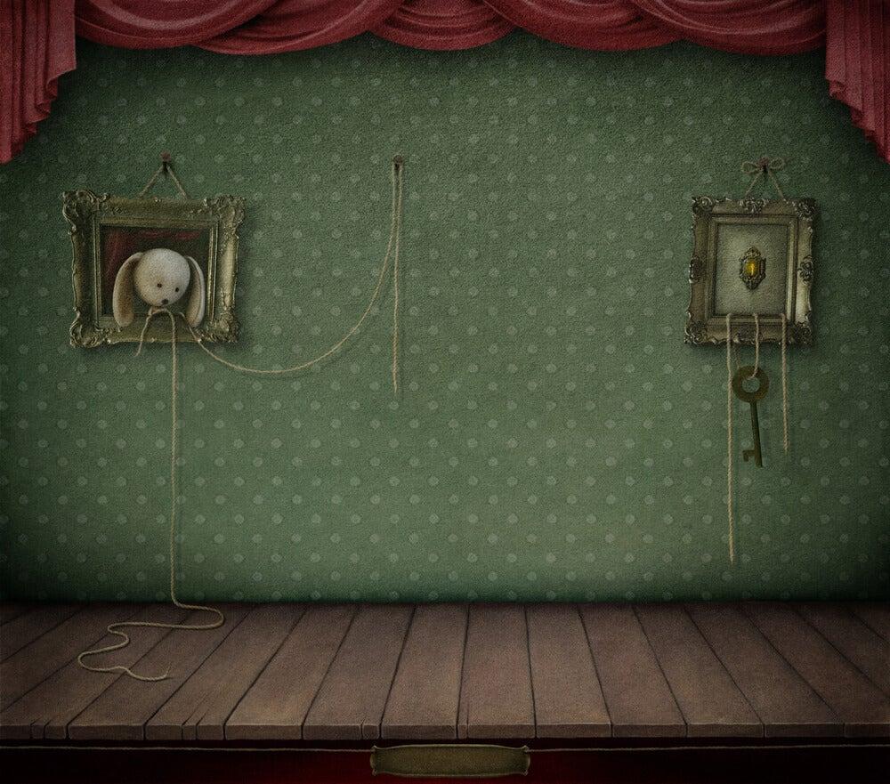 Podium van een verlaten en ouderwetse woonkamer