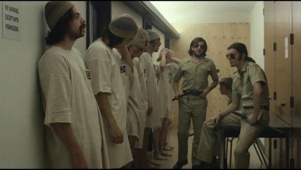Het Stanford-gevangenisexperiment: hoe goede mensen slecht worden
