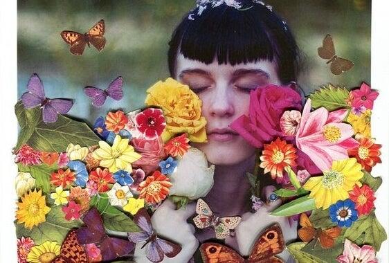 Vrouw die tussen de bloemen staat en nadenkt over een beter leven