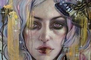 Depressieve vrouw met paars en goud haar