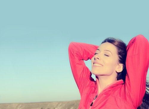 Een van de gewoontes van positieve mensen is om van het leven te genieten