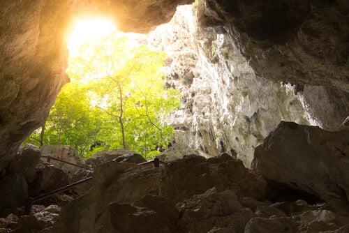 De grot waar wij volgens Plato in leven