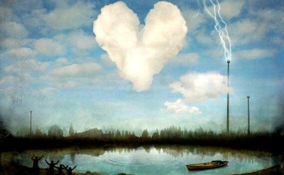 Een hartvormige wolk boven het water