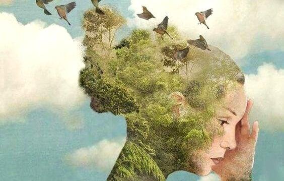 Vrouw wiens achterhoofd een bos is