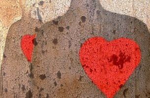 Persoon met een heel groot hart, want een goed mens zijn betekent dat je lief bent voor anderen