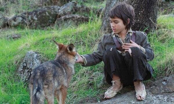 Leven tussen de wolven: het verhaal van het verwilderde kind