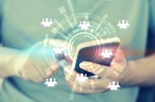 Mobiele telefoon om viraal nieuws te verspreiden