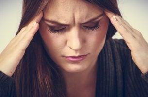 Vrouw die zichzelf ziek denkt, want ze heeft de neiging tot hypochondrie