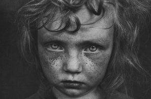 eigenschappen die verband houden met jeugdtrauma's