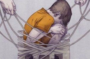 Jongetje dat zit te huilen, want helaas, geweld is aangeleerd
