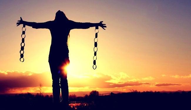 Vrouw die zichzelf eindelijk heeft bevrijd