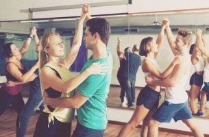 Dansen is een van de lichamelijke activiteiten waar de hersenen dol op zijn