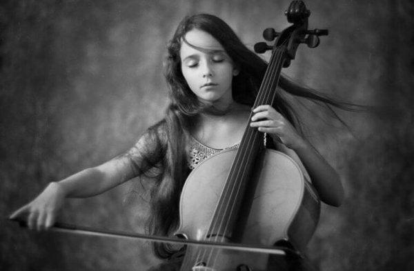 Meisje dat muziek maakt
