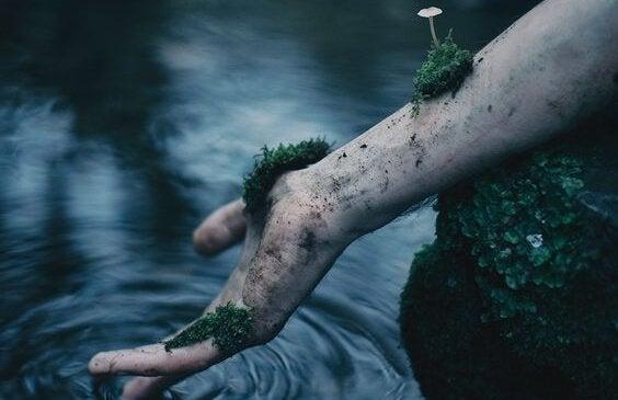 Hand van een overleden persoon