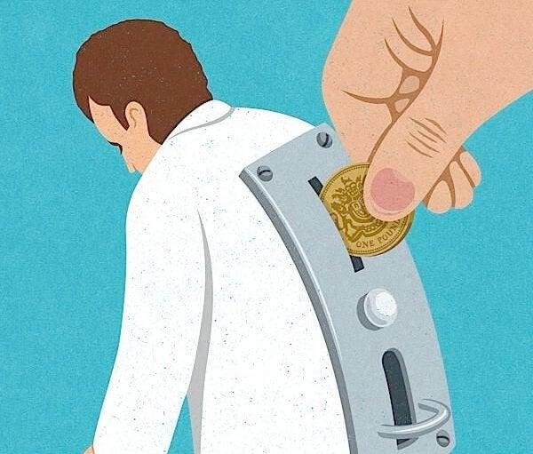 Man met geldgleuf op zijn rug