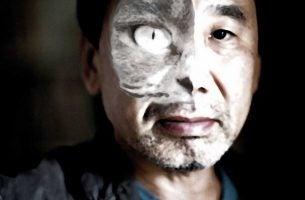 Man met kattengezicht die lijkt op Murakami