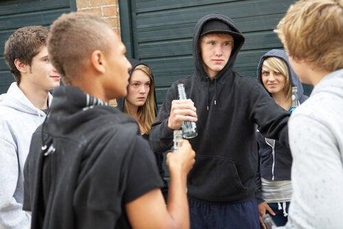 Opstandige tieners die ruzie maken