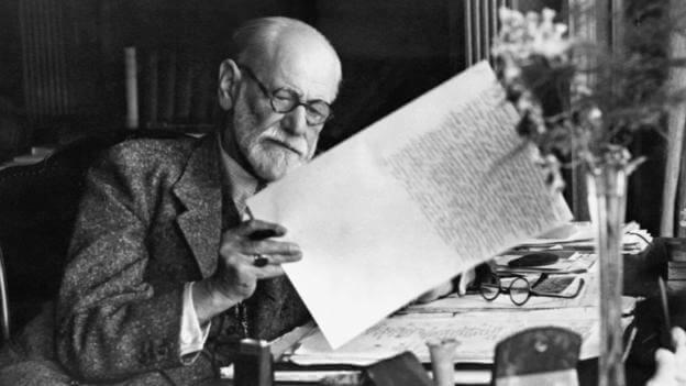 Freud die zijn eigen werken doorleest