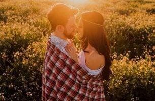 Fysieke aanraking: een van de vijf talen van liefde volgens Chapman