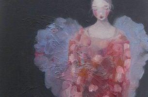 Vrouw met vleugels en een roze jurk die ons herinnert aan het erkennen van verdriet