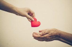 Twee mensen die elkaar liefde geven en vriendelijk zijn tegen elkaar