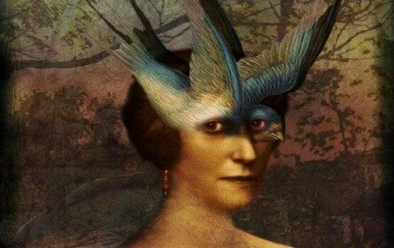 Vrouw met vogel als masker