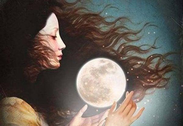 Vrouw die naar de maan kijkt vanwege haar vrouwelijke cyclus