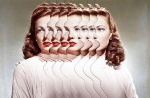 Vrouw wiens gezicht meerdere keren te zien is vanwege de stress en angst die ze ervaart