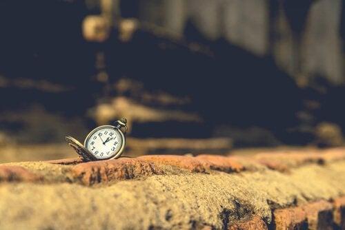 Klok op steen