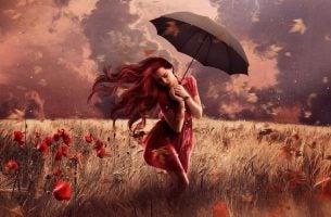 Vrouw die door een weelderig landschap loopt, want het leven bevat meer fantasieën dan werkelijkheden