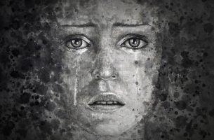 Huilende vrouw die een innerlijke strijd voert