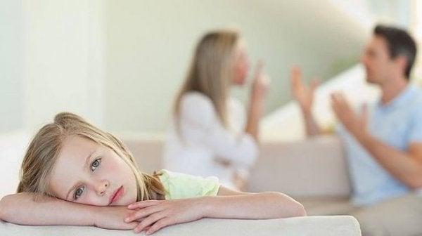 Kind midden in ruzie tussen ouders