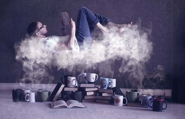 Man die ligt te lezen op een dunne wolk