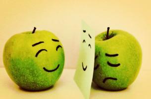 Appel doet zich vrolijk voor ten opzichte van iemand anders terwijl hij eigenlijk verdrietig is, als voorbeeld van het Hawthorne-effect