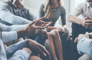 Vijf strategieën om een interessant gesprek te beginnen