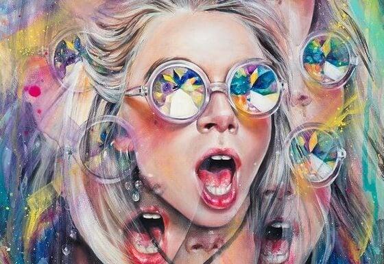 Meisje met een kleurrijke bril en een verbaasde blik op haar gezicht