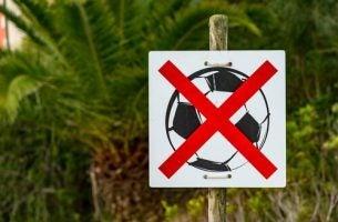 Verboden te voetballen