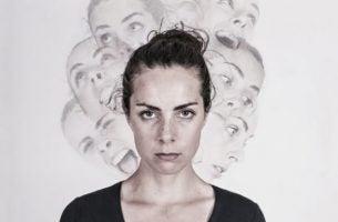 Vrouw met dissociatieve identiteitsstoornis
