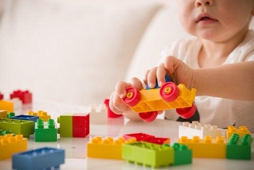 De relatie tussen spelen en de ontwikkeling van het kind