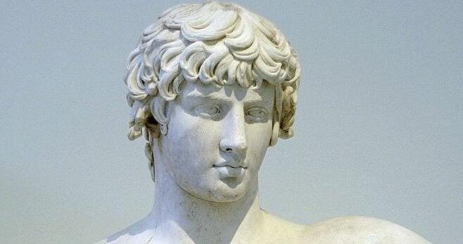 Een marmeren beeld van Demosthenes