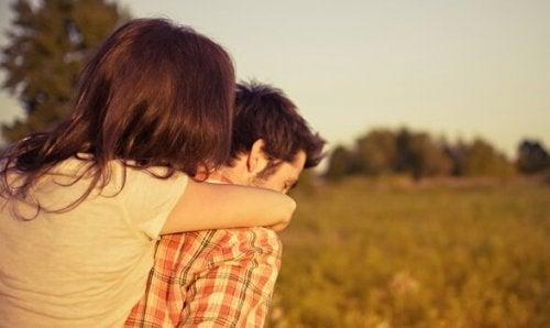 Beperkt een monogame relatie je vrijheid?