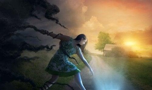 Meisje ontsnapt aan wolken