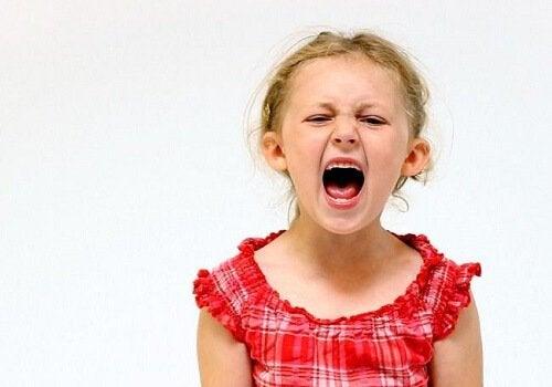 Kind met kleine keizer-syndroom schreeuwt