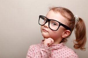 Meisje dat leert om morele oordelen te vormen