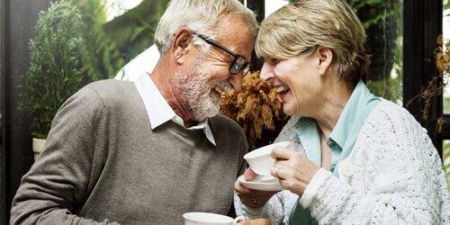 Waar is het welzijn van oudere volwassenen afhankelijk van?